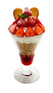 いちごパフェ - Strawberry parfait - ¥780(税別)